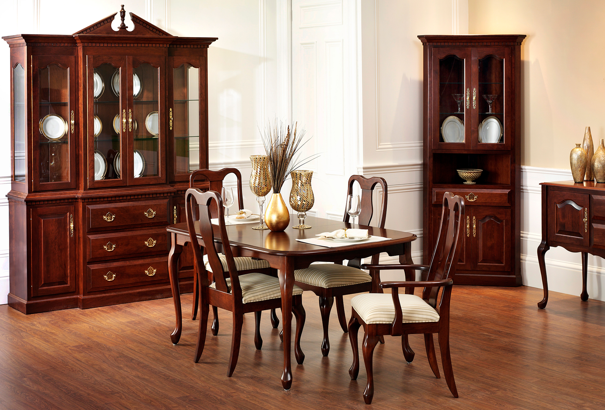 Queen Anne Dining Room Collection | Custom Queen Anne Dining Set